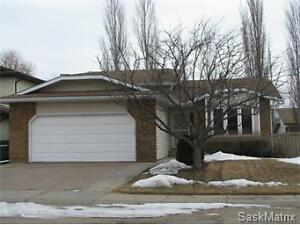 Spacious 1,293sq/ft Home in Crescent Acres!