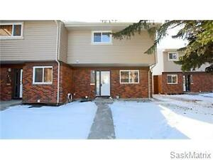 Spacious five bedroom townhouse! Close to the University!