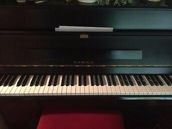 Attractive black SAMICK upright piano