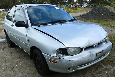 Ford Festiva, 1999 Wrecking X7819