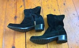 NEARLY NEW UGG BRIAR BOOTS BLACK SIZE 4 OR 37