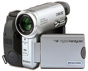 Sony Handycam DCR-TRV33E Mini DV Camcorder with Carl Zeiss Lens