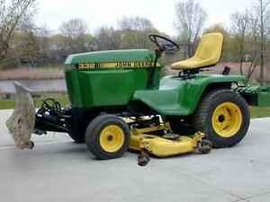 John Deere 332 diesel Traktor  with blade for snow removal
