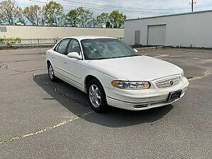 White 2002 buick regal from inpound