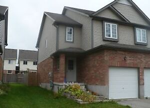 33 Max Becker-Well Maintained Spacious Townhome In Activa Area