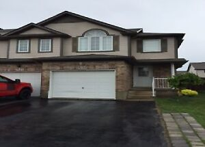 50 Chantilly St-Immaculate Townhouse in Huron Park Area