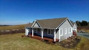 AMAZING HOME ONLY 30 MINUTES TO HALIFAX OR 10 MINS TO WINDSOR