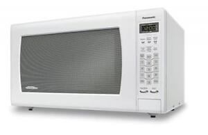"Panasonic NNSN968W Countertop Microwave, 23.8"" Width, 1200 Watts, 2.2 cubic ft, White colour"