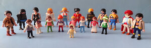 PLAYMOBIL,  LOT DE 20 FIGURINES PLAYMOBIL