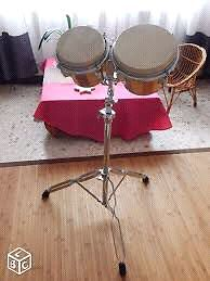 Kit de bongo avec support inclut. Percussion