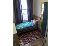AVAILABLE NOW!! Amazing single room just 20 MINS away from London Bridge and the city -- £100