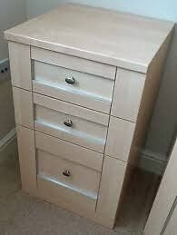 3 drawer bedside cabinet chest of drawers maple 3 matching ones available great condition