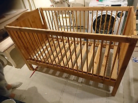 Pine cot bed in excellent condition converts to toddler bed