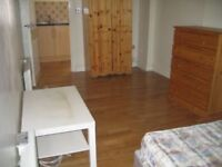 Studio flat in High Road, Willesden, NW10