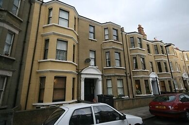 Mansion conversion 3 bed flat - recently refurbished
