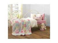 Carly Day Bed & Trundle