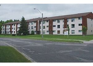 1 bedroom apartment available- 5 min walk to LAKEHEAD UNI.