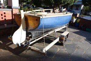 Vintage timber putt putt sailing boat Preston Darebin Area Preview