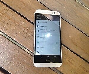 HTC One M8 32GB w/ case for Fido ** A1 condition **