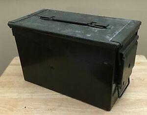 Vintage Military Ammunition Box / Boîte à Munition