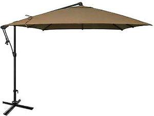Gros parasol à manivelle