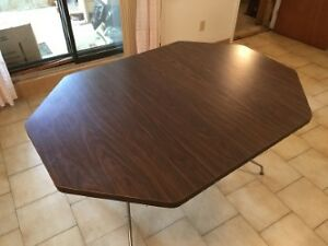 REDUCED FOR QUICK SALE KITCHEN TABLE