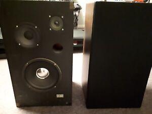 2 haut parleur (speakers) à vendre...