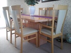 Light wood extendable dining table & 6 chairs