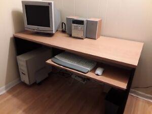 Bureau d'ordinateur ou table de travail