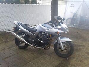 Kawasaki ZR7S 2004 doit partir ''RÉDUIT'' autre moto achetée
