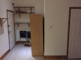 STUDIO FLAT ROCKHALL ROAD NW2 WITH GARDEN INC ALL BILLS 10 MINS TO WILLESDEN GREN TUBE Zone 2 Jubile
