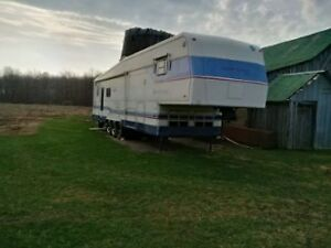 2001 Holiday Rambler Imperial 5th wheel trailer for sale