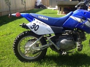 2009 Yamaha TTR 90 E with kids Fox boots , helmet and pads.