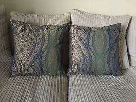 2x patterned feather cushions in great condition.