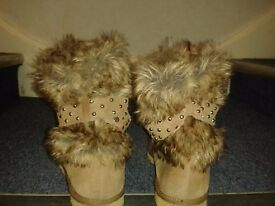Warm Ladies ankle length furry beige boots (river island)