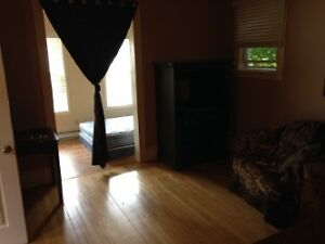 Large room for rent Month to month