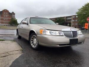 2001 Lincoln Town Car Sedan
