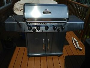 Broil King Large BBQ with Side Burner and Rotisserie