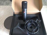 sE Electronics sE2200a II Cardioid Condenser Microphone + Shockmount & Pop filter