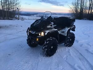 2015 Can-Am Outlander 800 xt in Excellent Condition.
