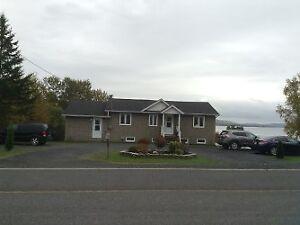 Maison bi-génération a vendre en bordure d'un lac au Témiscouata