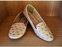 Ladies flat Shoes Beige