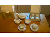 £25 41 Pieces Boxed/Never Used 6x Person 'Summer Garden' Dinner, Tea & Tableware, Bonus Saucepan