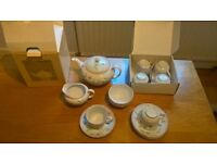 41 piece 6 Person 'Summer Garden' Johnson Bros Dinner, Tea & Tableware Service + bonus Saucepan set