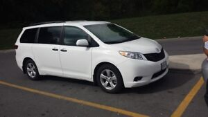 2016 Toyota Minivan, Van Kingston Kingston Area image 4