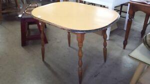 Table ovale en érable vintage