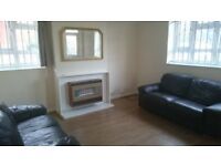 N16 fantastic 3 double bedroom ground floor flat with balcony and use of garden