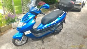 2005 KYMCO BET & WIN 150 CC (((GASS))) Scooter for sale or trad