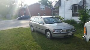 2001 Volvo V70 2.4 T Wagon valid E-Test London Ontario image 2