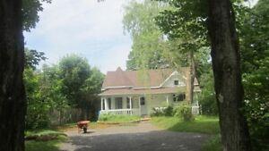 Petite maison à louer Ste-Brigitte-de-Laval 880$/mois n/cn/e